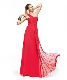 Vestido color fresa de Pronovias. Colección primavera-verano 2013