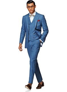 This 3-piece stunner is the latest addition to our Lazio family. Cut with notched lapels, flap pockets, and lightly padded shoulder, this blue suit is made from pure linen from the Italian mill Ormezzano, and features a double-breasted vest.