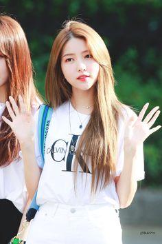 Sinb Gfriend, Gfriend Sowon, South Korean Girls, Korean Girl Groups, Snow Now, Cloud Dancer, Summer Rain, G Friend, Girl Bands