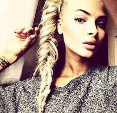 We love the look of fishtail braids! The braided hairstyles are timeless and can always make you look youthful and chic. The fishtail braid, also known as the Summer Hairstyles, Pretty Hairstyles, Straight Hairstyles, Hairstyles Haircuts, Fishtail Braid Hairstyles, Braided Hairstyles Tutorials, Messy Fishtail, Hairdos, Updos