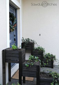 Tiered Planter Boxes - Planters - Ideas of Planters - tiered planter side view Diy Pallet Projects, Outdoor Projects, Garden Projects, Wood Projects, Tiered Planter, Planter Boxes, Tiered Garden, Plastic Planter, Diy Garden Bed