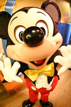 such a cute picture of mickey