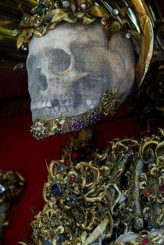 Bejeweled Catholic martyr by Paul Koudounaris Memento Mori, The Lovely Bones, Losing My Religion, The Catacombs, Danse Macabre, Vanitas, Skull And Bones, Sacred Heart, Sculpture Art