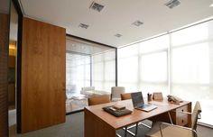 Mesa, tamanho da sala e divisórias.