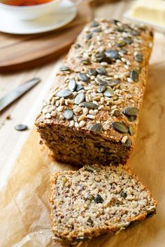 Protein Power Brot voller Körner – Elle Republic Protein Power Bread full of grains Recipe, a piece cut, make bread yourself. With spelled, grains, yoghurt. Protein Bread, Low Carb Bread, Protein Desserts, Protein Foods, Law Carb, Best Protein Shakes, Comida Keto, Protein Power, Grain Foods