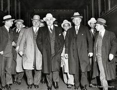 Real Gangster, Mafia Gangster, Gangster Style, Al Capone Quotes, Bonnie Y Clyde, Der Pianist, Mafia Crime, Don Corleone, Moda Masculina