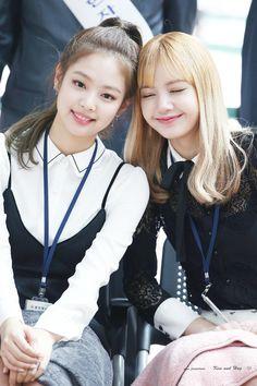 Jennie und Lisa - Super K-Pop K Pop, Black Pink Kpop, Black Girls, Kpop Girl Groups, Kpop Girls, Girls Generation, Korean Girl, Asian Girl, Mode Kpop