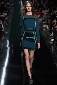 Elie Saab Fall 2014 Ready-to-Wear Collection Photos - Vogue Fashion Week, Runway Fashion, High Fashion, Fashion Show, Fashion Design, Fashion Trends, Paris Fashion, Green Fashion, Fashion Inspiration