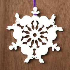 Learn how to fold paper for cutting snowflakes, and a great collection of paper snowflake cutting guides! Just in time for Christmas! Paper Ornaments, Snowflake Ornaments, Christmas Tree Ornaments, Christmas Tag, White Christmas, Easter Crafts, Holiday Crafts, Holiday Ideas, Paper Cutting