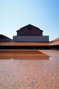 島根県芸術文化センター(2005)。内藤廣設計。