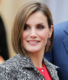 Queen Letizia 2015 June France Pictures and Photos Short Bob Hairstyles, Summer Hairstyles, Cool Hairstyles, Princess Letizia, Queen Letizia, Princesa Victoria, Estilo Real, Laetitia, Mid Length Hair