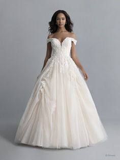Disney Wedding Dresses 2020 - a beautiful collection of Disney Wedding Dresses and gowns from the Fairytale Wedding Collection. Browse these 16 Disney Wedding Dresses and Gowns inspired by the Disney Princesses Belle, Tiana, Snow White, Cinderella and Tiana. Disney Belle Wedding, Belle Wedding Dresses, Belle Bridal, Wedding Gowns, Bridesmaid Dresses, Disney Weddings, Wedding Bells, Princess Bridal, Wedding Cake