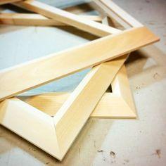 Pronte per essere carteggiate... #cornici #corniciaio #legno #artigianale #carteggio #amano #riscaldamento #naturale #sagome #profili #angoli #wood #handmade  #workinprogress #good #style #chiavari #cornicidaincorniciare