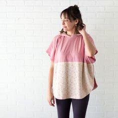 Leggings e túnica - Renda e top de malha com capuz - tão fofa e fácil de costurar com um padrão de capuz livre da Melly Sews