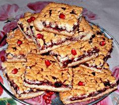 """Домашний пирог """"Тертый"""" из песочного теста,с черносмородиновым вареньем.Ингредиенты:Для тестаяйца - 2 шт,мука - 2-3 стакана,сливочное масло или маргарин - 200 г,сахар - 1 стакан,ванилин - на кончик…"""