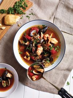 A hearty pot of ciopinno with prawns, mussels, clams, scallops, and halibut is the perfect way to feed a crowd. #foodiefriday #recipe