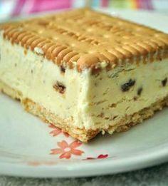 Ice cream sandwich with homemade ice cream - no machine. Cream that's whipped + condensed milk. Greek Desserts, Frozen Desserts, Frozen Treats, Easy Desserts, Delicious Desserts, Dessert Recipes, Frio Rico, Yummy Treats, Sweet Treats