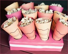 Cute idea for movie night or emmy/oscar party. Popcorn in pink paper cones Slumber Party Snacks, Diy Snacks, Slumber Parties, Healthy Snacks, Popcorn Cones, Pink Popcorn, Popcorn Holder, Popcorn Stand, Popcorn Favors