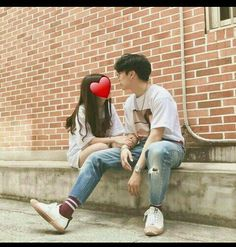 Find images and videos about love, cute and couple on We Heart It - the app to get lost in what you love. Couple Goals, Cute Couples Goals, Senior Photography, Couple Photography, Mode Ulzzang, Ulzzang Girl, Couple Posing, Couple Shoot, Korean Couple Photoshoot