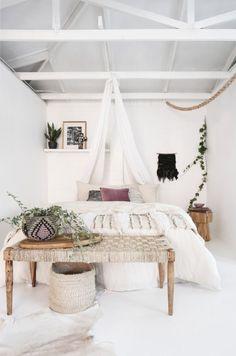 Cool 68 Refined Boho Chic Bedroom Design Ideas. More at https://trendecor.co/2017/10/13/68-refined-boho-chic-bedroom-design-ideas/
