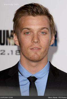 His eyes= desire, sexy, mysterious, u-look-hot look <3 <3 ahhh