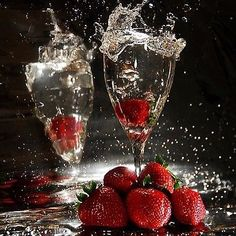 """Francy Ugolini on Instagram: """"Have a beautiful Evening 🎩👑 #buonasera #cheers #champagne #goodevening #bonsoir #fragole #aperitivo #aperitivotime #millesimato #wine #food…"""" Martini, Red Wine, Wine Glass, Champagne, Alcoholic Drinks, Canning, Tableware, Beautiful, Instagram"""