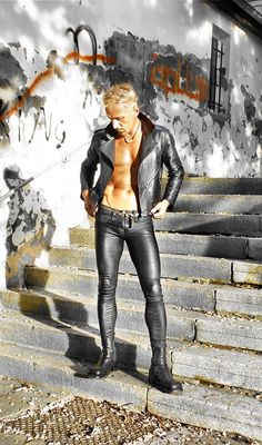 hot skintight stretch leather trousers, jacket and boots Mens Leather Pants, Tight Leather Pants, Tight Jeans Men, Latex Men, Gay Outfit, Hommes Sexy, Guy Pictures, Leather Fashion, Guys