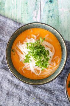 Nem Suppe Med Risnudler, Rødkarry Og Kokosmælk - Nem Aftensmad Thai Soup, Indian Food Recipes, Ethnic Recipes, Always Hungry, Pasta, Karry, Eating Well, Food Inspiration, Thai Red Curry