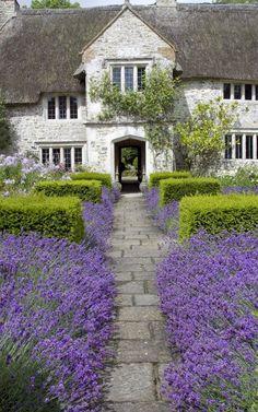 Lavender & farmhouse. #laylagrayce #destinationinspiration #frenchchateau