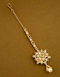 Maang Tikka Design, Maang Tikka Kundan, Tikka Designs, Tika Jewelry, Jewelry Art, Gold Jewelry, Rajasthani Bride, 1 Gram Gold Jewellery, Nose Rings