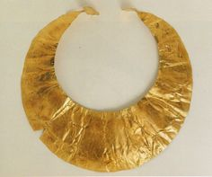 An Early Bronze Age gold lunula from Ross, Co. Westmeath, it dates from c. Celtic Crafts, Types Of Gold, Cottages By The Sea, Iron Age, Ancient Jewelry, Jewel Box, Green And Gold, Archaeology, Metal Working
