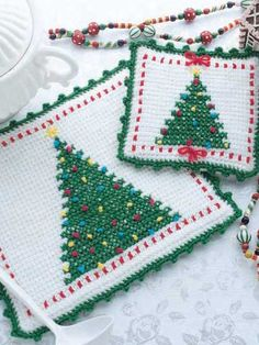 Free Christmas Crochet Patterns & Crochet for Winter Crochet Hot Pads, Annie's Crochet, Crochet Geek, Crochet Crafts, Crochet Projects, Crochet Christmas Trees, Christmas Crochet Patterns, Holiday Crochet, Crochet Winter