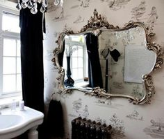 Now that is a great bathroom mirror