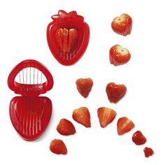 Krajalnica do truskawek w kształcie... truskawki! Czyż to nie idealne połączenie? #tigerpolska #tigerstore #lato #summer #wakacje #holiday #owoc #owoce #fruit #fruits #tgrdesign #tigerdesign #design #prezent #gift #strawberry #strawberries #truskawka #truskawki