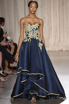 From Marchesa Spring 2013 collection. Finally the Marchesa I remembered. Beautiful Gowns, Beautiful Outfits, Beautiful Models, Couture Fashion, Fashion Show, Fashion Mag, Review Fashion, India Fashion, Fashion Week