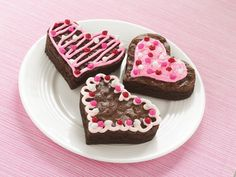 Brownie Cut-Outs; Valentine's Day or do flower shapes for Teacher Appreciation Valentines Bakery, Valentines Day Desserts, Valentine Treats, Yummy Treats, Sweet Treats, Yummy Food, Fun Food, Chocolate Fudge Brownies, Baking Business