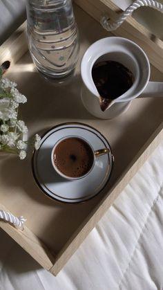 Coffee Latte, My Coffee, Coffee Drinks, Morning Coffee, Coffee Time, Arabic Coffee, Turkish Coffee, Chocolate Coffee, Chocolate Lovers
