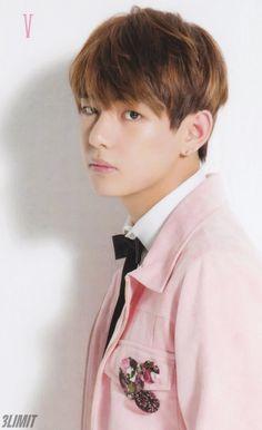V <3 He looks like a prince!