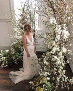 """JENN  SANCHEZ on Instagram: """"A demo I did alongside @tingefloral + attendees on a foam free arch installation for her Color Theory workshop."""" Flower Installation, Ethereal Wedding, Wedding Ceremony Backdrop, Amazing Weddings, Wedding Coordinator, Floral Wedding, Wedding Decorations, Wedding Inspiration, Photoshop"""