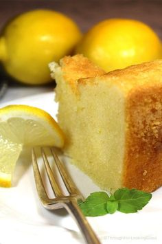 cake recipes 1920 Famous Ritz Carlton Lemon Pound Cake Recipe is the one for you! This dense, old-fashioned buttery lemon pound cake was a favorite dessert at the Ritz Carlton in the and its still popular today. Food Cakes, Cupcake Cakes, Cupcakes, Bundt Cakes, Muffin Cupcake, Carrot Cakes, Rose Cupcake, Sweets Cake, Just Desserts