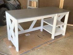 DIY Farmhouse Desk plans that will make your home office pop! Need an office farmhouse desk to spice up the home office? These DIY Desk Plans will make your office come to life. Diy Office Desk, Diy Computer Desk, Diy Desk, Farmhouse Desk, Farmhouse Furniture, Farmhouse Style, Woodworking Furniture Plans, Woodworking Projects Diy, Fine Woodworking