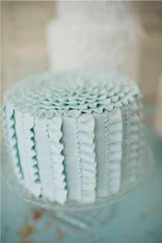 Stunning ruffle wedding cake ideas in various different color schemes. Simple cake design with a touch of elegance and whimsy! Gorgeous Cakes, Pretty Cakes, Amazing Cakes, Bolo Paris, Dessert Oreo, Dessert Table, Dessert Ideas, Dessert Healthy, Blue Cakes