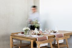 Casale dining chair + Bok chair in oak + Slice dining table #ethnicraft #solidwood #teak #interiordesign #interior #homedecor #decor #designfurniture #design #interior #home #casa #thuis #heim #maison #interieur #nature #wood Big Chair, Extendable Dining Table, Design Furniture, Decoration, Kitchen Dining, Dining Chairs, Table Settings, Nature, Minimalism