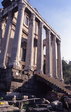 Temple of Antoninus and Faustina (by QXZ)