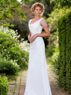 Column V-neck Floor-Length Chiffon Bridesmaid Wear Cowl Neck Wedding Dress 603de7fbbaf4