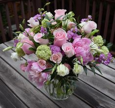 Large flower arrangement for Mother's Day - with peonies, roses, viburnum, lisianthus, stock. Large Flower Arrangements, Flower Arrangement Designs, Flower Designs, Fall Flowers, Large Flowers, Beautiful Flowers, Flowers For Algernon, Mothers Day Flowers, Floral Bouquets