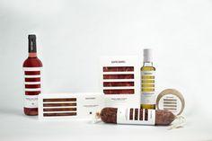 Creación de marca y linea de packaging para el clúster Catalonia Gourmet, que engloba una selección de productos de alta calidad de la región.Diseño basado en la simplificación de la senyera catalana que permite ver el producto interior.