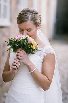 Skal du gifte deg i 2020? Jeg ønsker å utvide portfolioen min med bilder fra heldags bryllupsfotografering og samtidig utforske kreativiteten. Studios, Wedding Dresses, Blog, Fashion, Bride Dresses, Moda, Bridal Gowns, Fashion Styles, Weeding Dresses