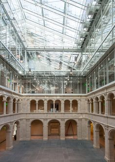 This November officials at Harvard University will unveil the new Harvard Art Museums. Architect Renzo Piano has unified the university's three museums--the Fogg, the Busch-Reisinger and the Sackler--under a single glass roof. Architecture Antique, Architecture Renovation, Museum Architecture, Architecture Design, Architecture Diagrams, Architecture Portfolio, Cultural Architecture, Renzo Piano, Zaha Hadid Architects