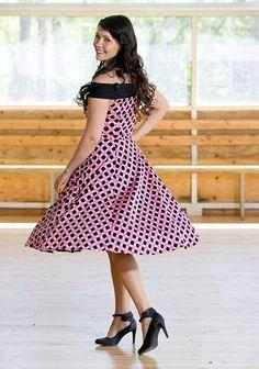 Saija Tuupasella on kesällä 65 keikkaa. Vuoden 2003 tangokuningatar ehtii myös kesäteatterin lavalle.